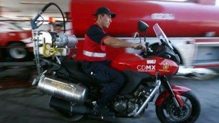 Bomberos estrenan motocicletas contra incendios - Foto de Reforma