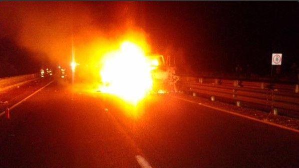Tráiler se incendia en Puebla - @josheprivera2