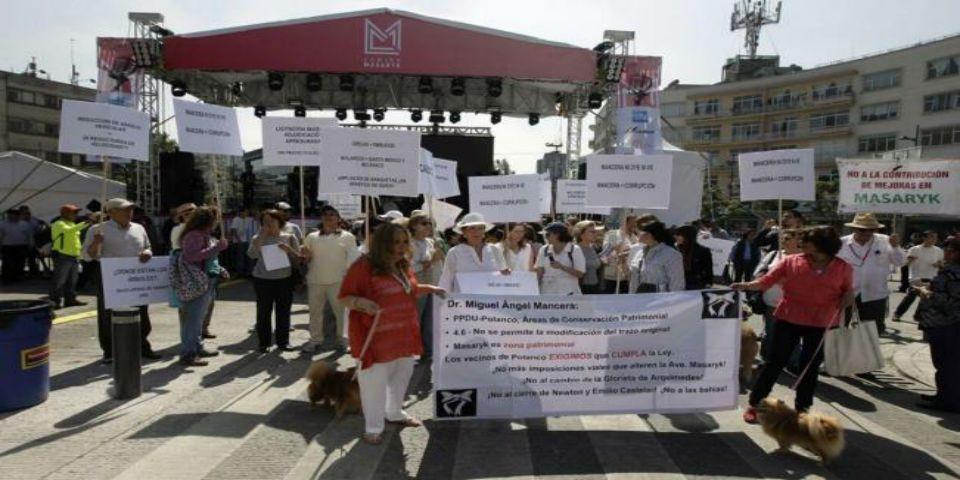 Protestan en inauguración de Masaryk - Foto de El Universal