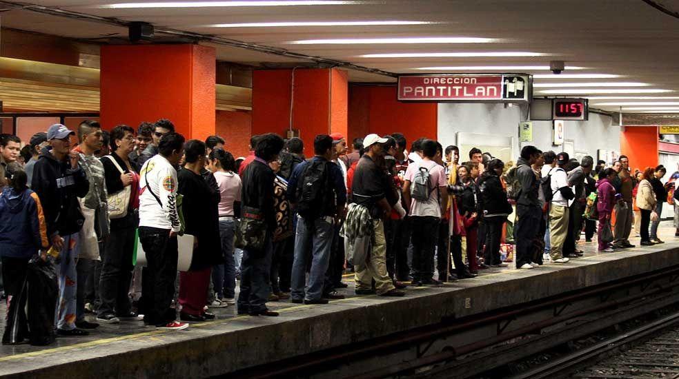Detienen a sujeto armado en Metro Pantitlán