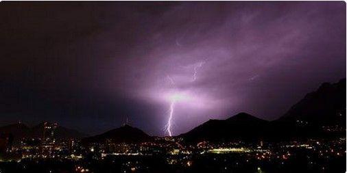 Tormenta eléctrica deja sin luz a 135 mil habitantes de NL