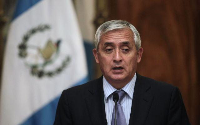 Juez ordena arraigo contra presidente de Guatemala