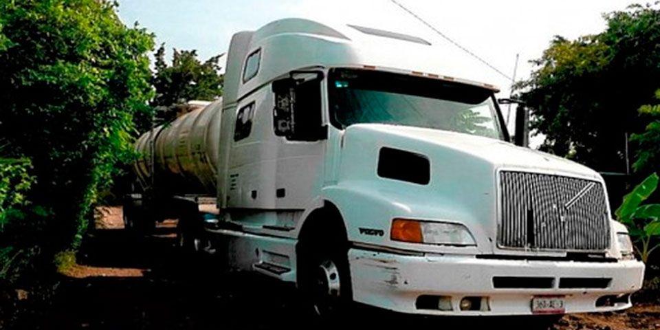 Intercepta PF 17 mil litros de hidrocarburo en NL - Foto de MiMorelia.com