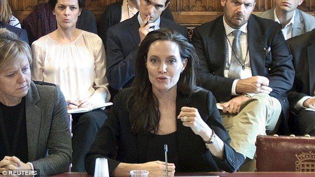 Violación es usada como medio de terror por EI: Angelina Jolie