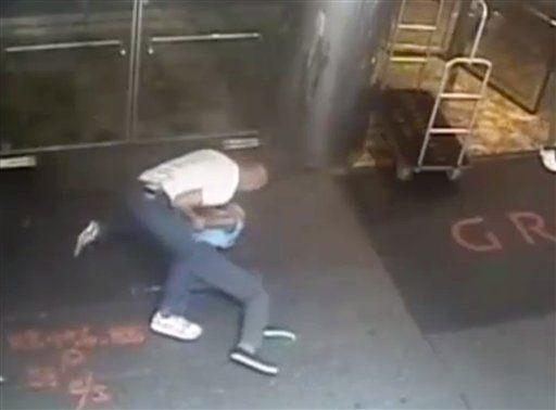 Departamento de Policía de NY muestra video de detención de ex tenista - Foto AP
