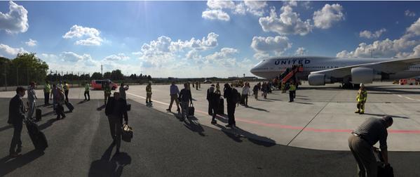 Cancelan vuelo de United Airlines por amenaza de bomba - Foto de @malkosh