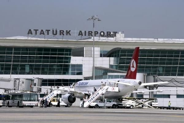 Mujer se suicida en el Aeropuerto de Estambul - Aeropuerto Internacional de Estambul, Atatürk - Foto de dailymail