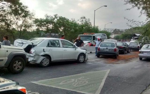 Carambola de 19 vehículos en Nuevo León - Foto de El Norte