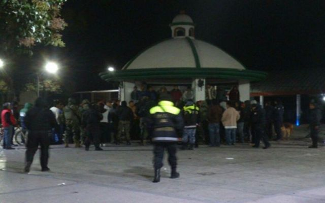 Policías de Zumpango rescatan a 4 sujetos de ser linchados - Foto de Excélsior