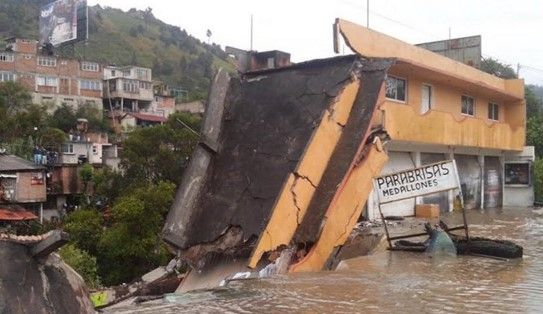 Video: derrumbe de casa en Zitácuaro - Foto de Quadratín