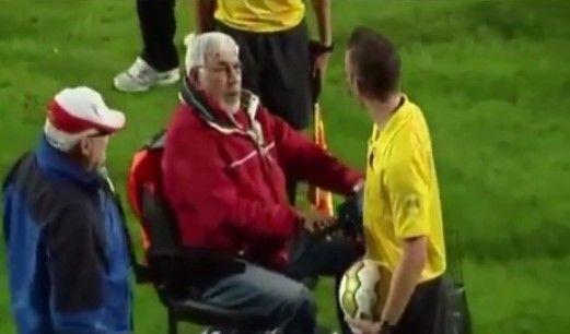 Aficionado intenta atropellar a un árbitro - Foto tomada de Vine