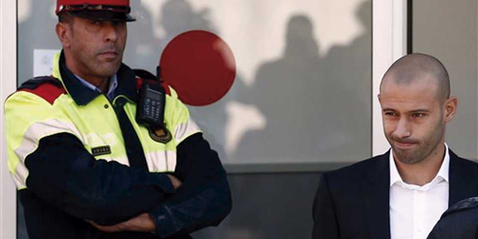 Mascherano admite fraude de 1.5 millones de euros - Foto de AP