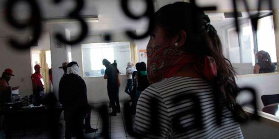 Familiares de normalistas toman radiodifusora en Chilpancingo - Foto de Red Política