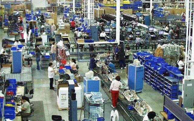 Tasa de desocupación baja a 4.4% en octubre