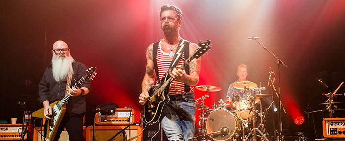 Queremos ser los primeros en tocar en reapertura del Bataclan: Eagles of Death Metal