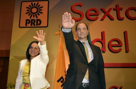 Agustín Basave y Beatriz Mujica, dirigente nacional y secretaria general del PRD