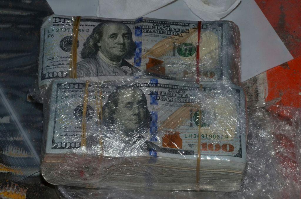Hallan 250 mil dólares escondidos en maquinaria - Foto Cortesía
