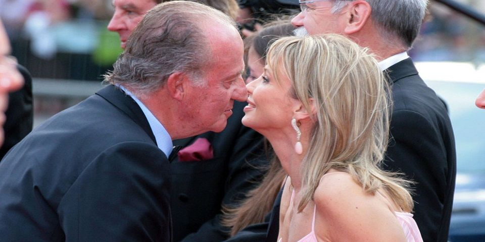 La ex amante del rey Juan Carlos estafó a la Casa Real