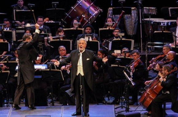 Plácido Domingo festeja 55 años de su debut en México - Festejo de Plácido Domingo.// Foto de La Jornada