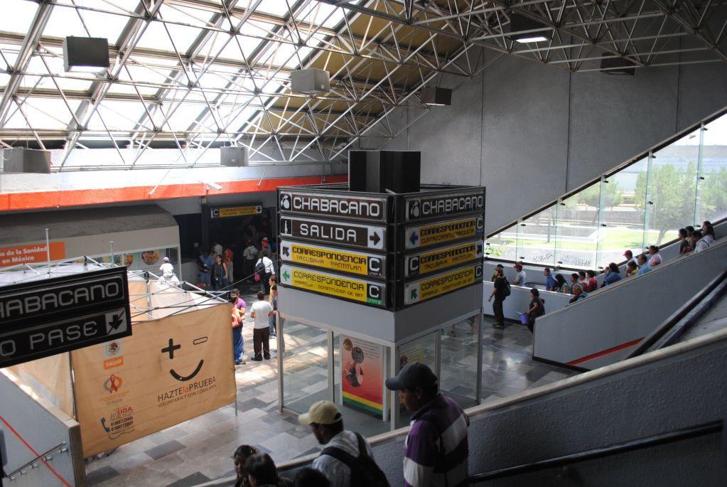 Revenden boletos de la Fórmula 1 en el metro - Reportes señalan que los revendedores han usado la instalación de metro Chabacano para ofrecer boletos del GP de México - Foto de Twitter