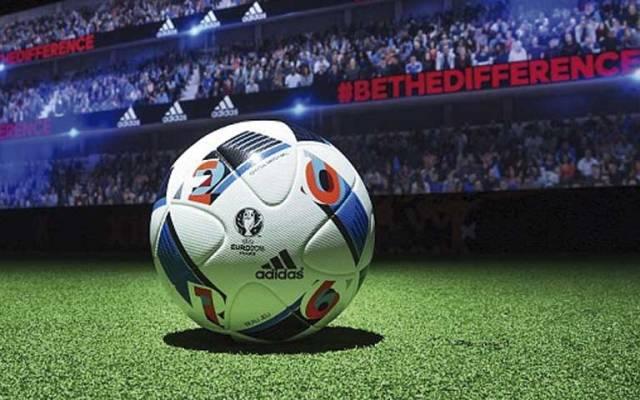 Zidane presenta el balón de fase de grupos de la Euro 2016 - Foto de Adidas