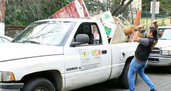 Retiran ambulantes en Coyoacán - Personal de la delegación retira puestos ambulantes - Foto de Twitter