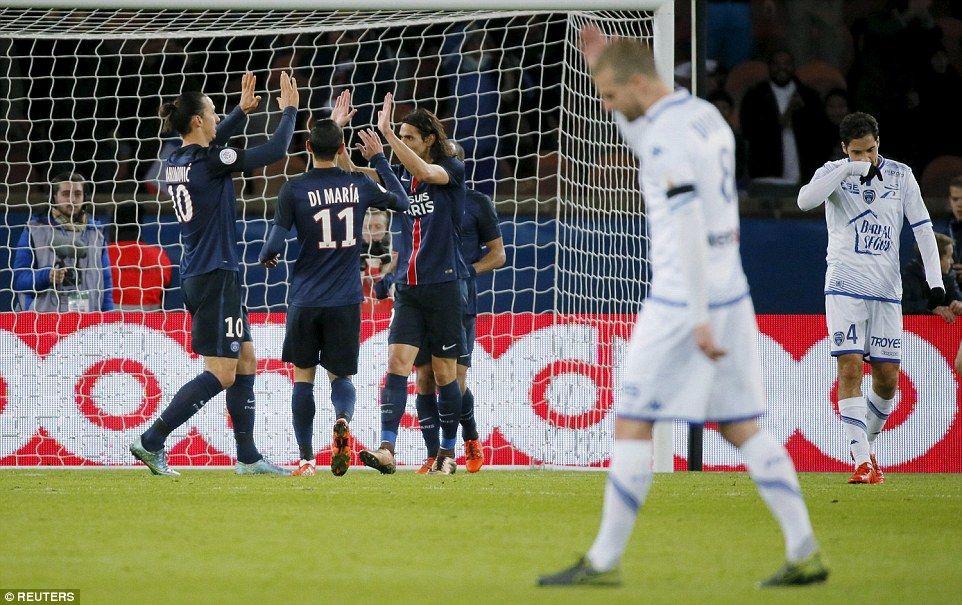 Cavani fue el encargado de inaugurar el marcador para el PSG. Foto de Reuters