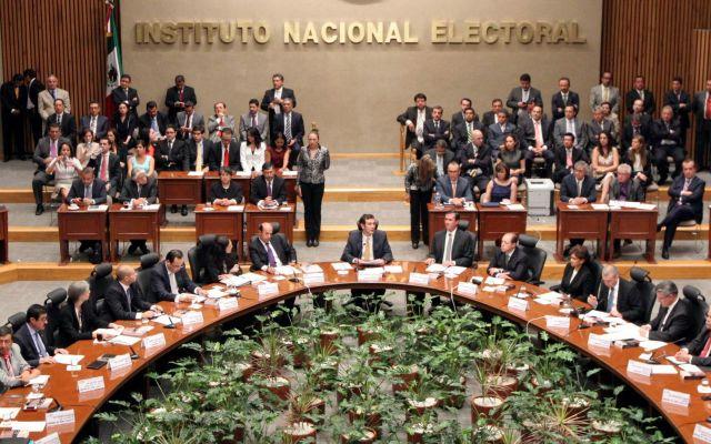 Avala Consejo del INE retirar registro a PT y Humanista