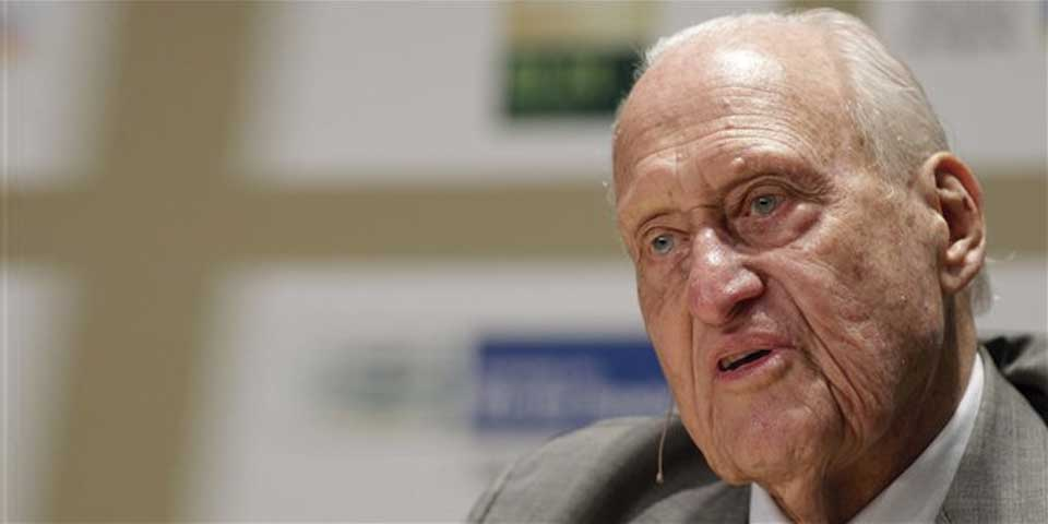 Hospital da de alta a expresidente de la FIFA - Foto de AP