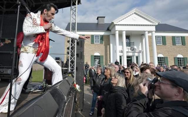 Demandan a museo de Elvis en Dinamarca