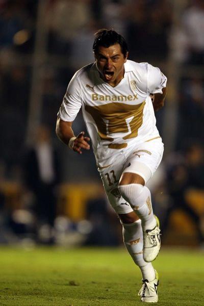 Cacho festejó con furia el gol ante su exequipo. Foto de Mexsport