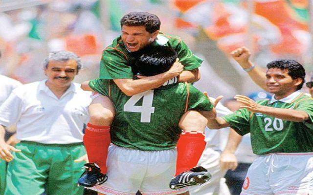 """""""El Abuelo"""" que dio a México el pase al Mundial a costa de su rodilla - Foto de Excélsior"""