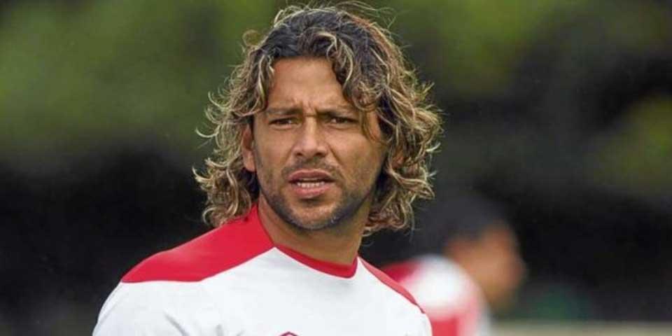 Tarjeta roja al jugador más expulsado de la historia en su debut como asistente - Foto de Twitter