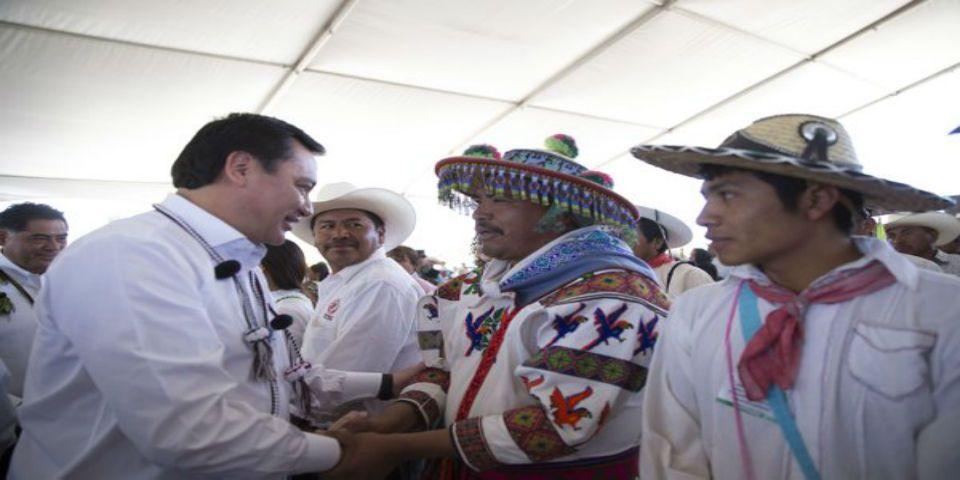 Osorio Chong firma convenio de promoción de derechos humanos de los índigenas - Foto de Twitter