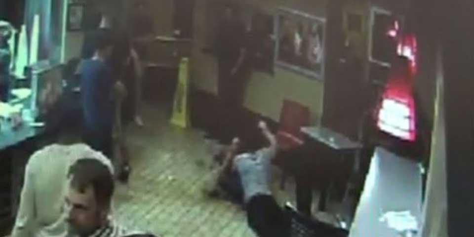 Video: golpean a pareja gay por besarse en un restaurante - Foto de YouTube