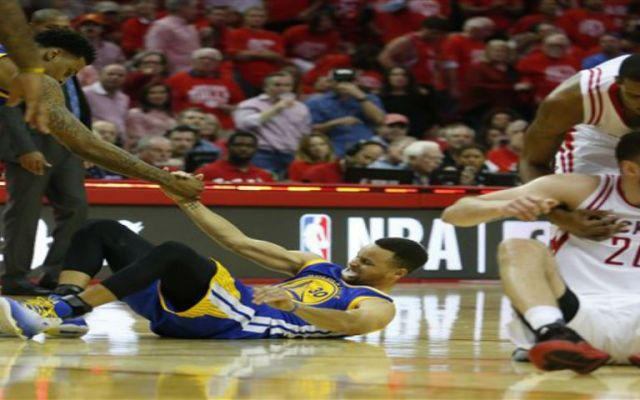 Stephen Curry causa baja por al menos 2 semanas - Foto de AP