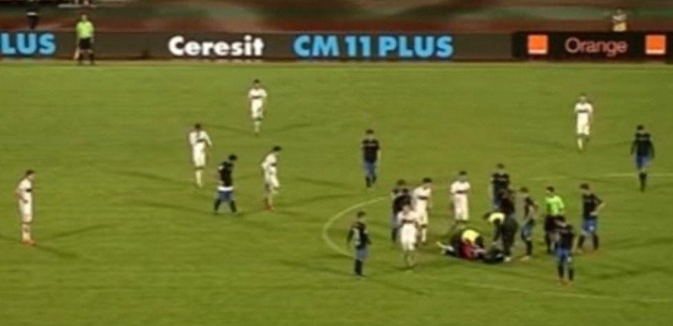 Video: jugador muere durante partido de futbol en Rumania - Foto de YouTube