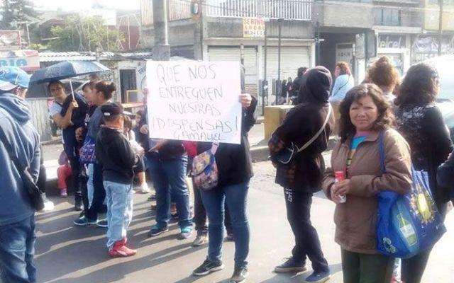 Bloqueo en Calzada Ermita por falta de despensas - Foto de Excelsior