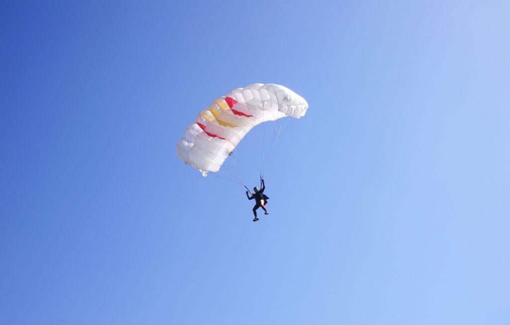 Rescatan a paracaidista gracias al GPS de su celular - Foto de Internet