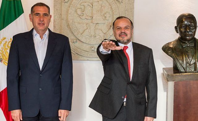 Gabino Cué designa a Germán Cervantes como nuevo titular del IEEPO - Foto de gobierno del Estado de Oaxaca.