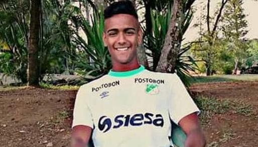 El futbolista peridó la vida, mientras que sus compañeros resultaron heridos