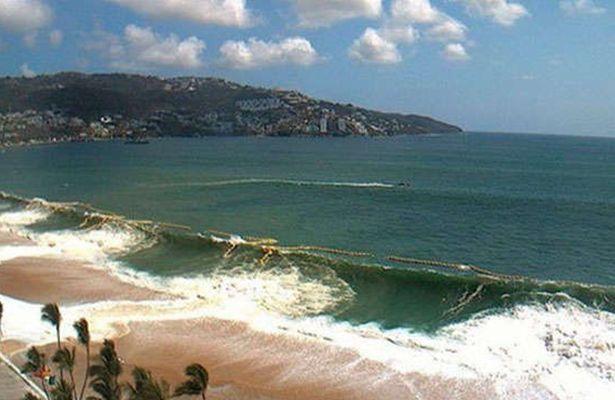 Muere turista arrastrada por el mar en Acapulco