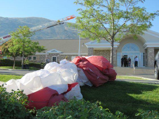 Paracaidista muere en Utah tras estrellarse contra iglesia