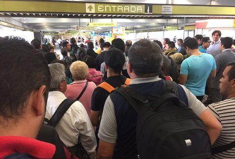 Línea 12 del Metro opera con retrasos por falla