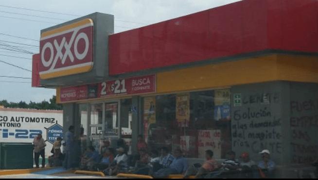 Maestros toman tiendas en Tuxtla Gutiérrez