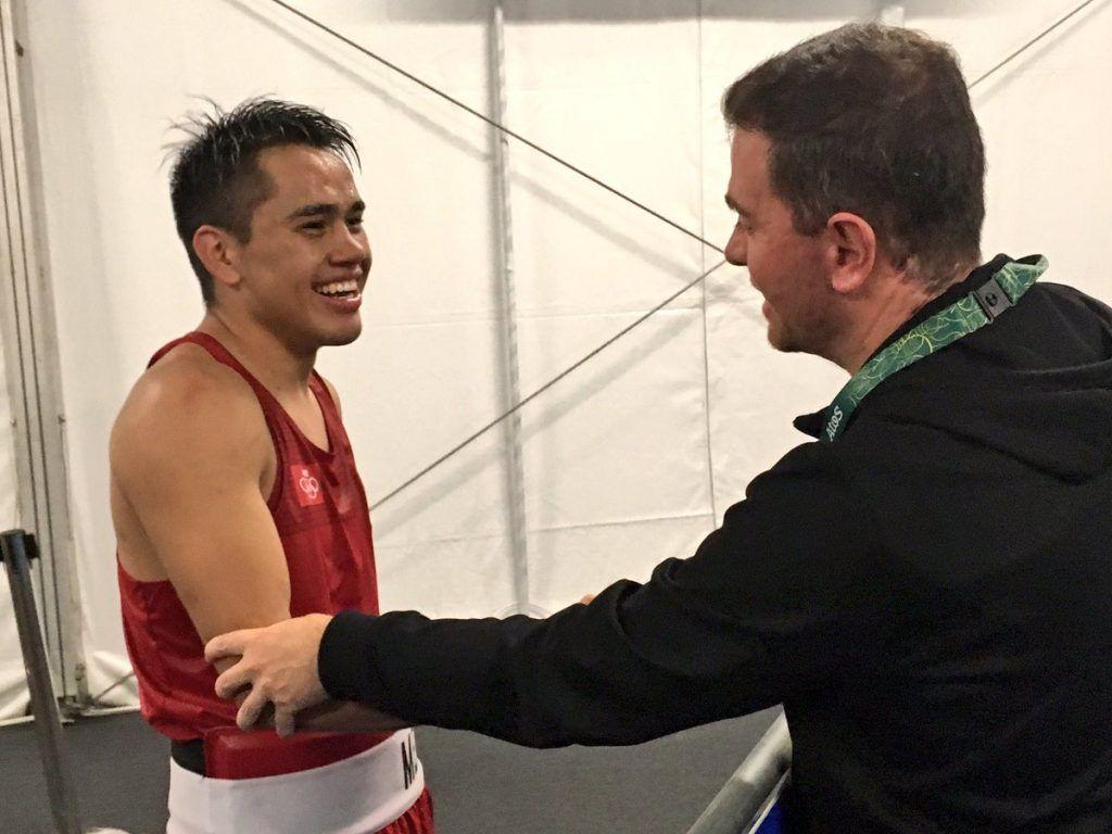 Alfredo Castillo felicita a Rodríguez. Foto de @CCLegaspi