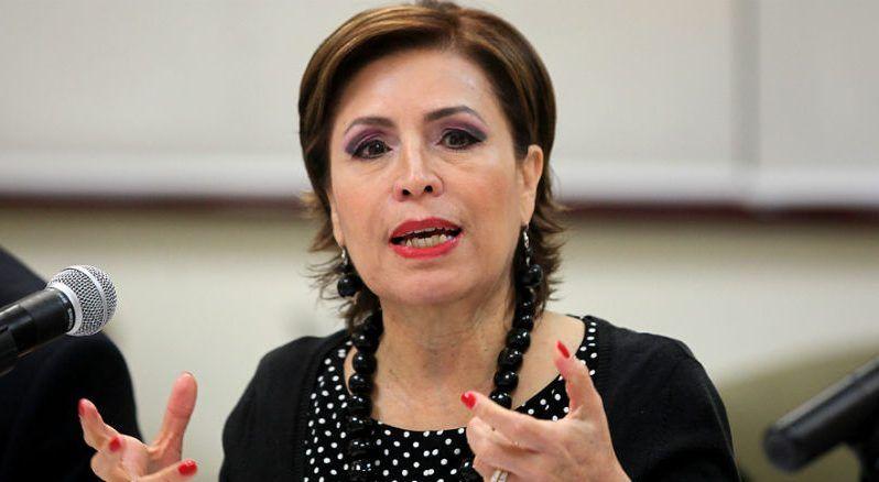 """""""Los periódicos se hicieron para matar moscas y limpiar vidrios"""": Rosario Robles - Rosario Robles. Foto de archivo"""