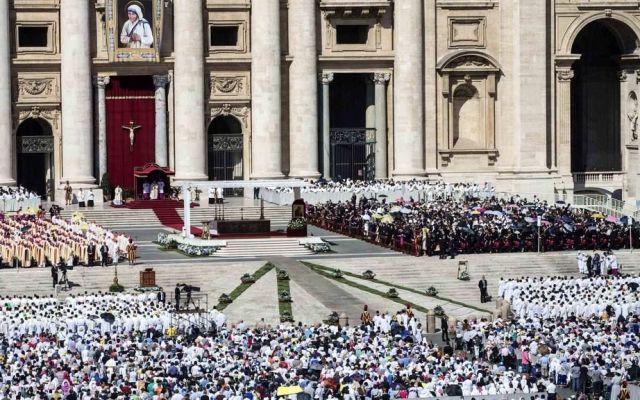 Francisco invitó a comer pizza al Vaticano a mil 500 pobres
