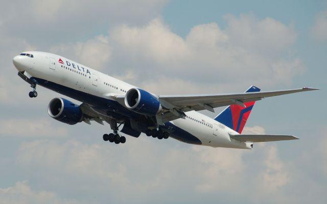 Delta suspende vuelos por una falla en sistema - Foto de archivo