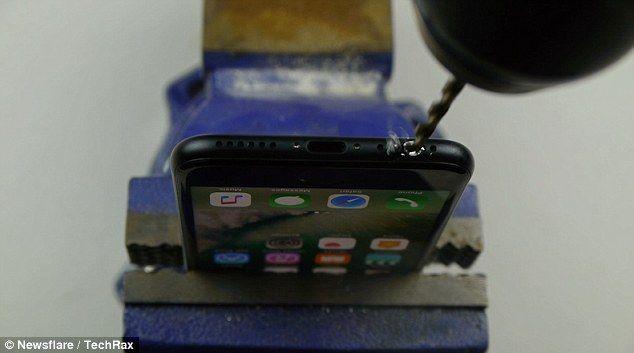 Video: usuarios destruyen iPhone 7 por falso tutorial